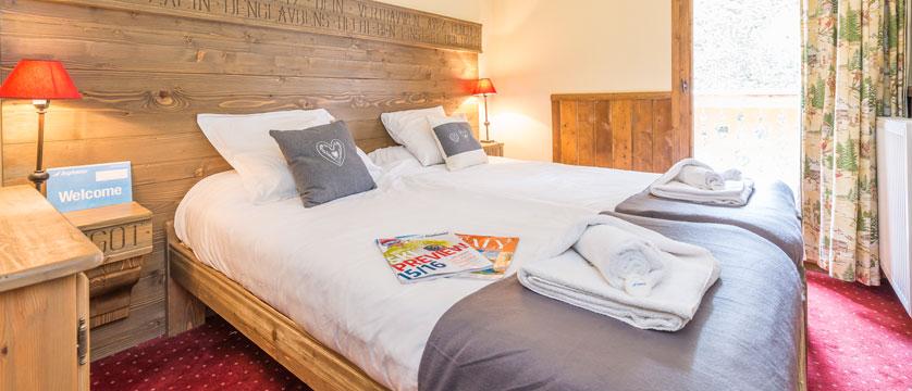 France_Les-Arcs_Chalet-Julien_Bedroom-example.jpg